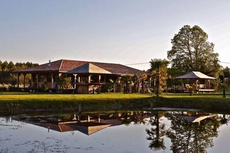 le ranch proche lac et océan - House