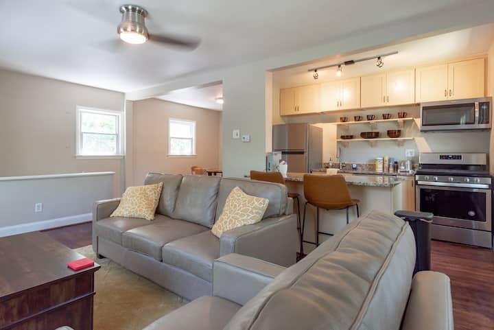 Newly renovated & furnished sleep 6 condo Unit B!