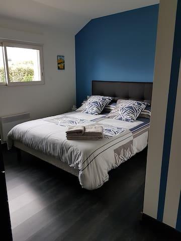 Chambre calme et lumineuse avec accès privé