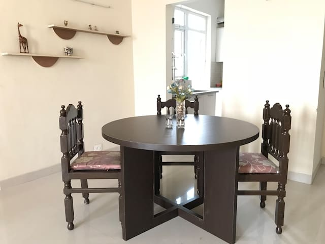 Dining room adjoining the kitchen