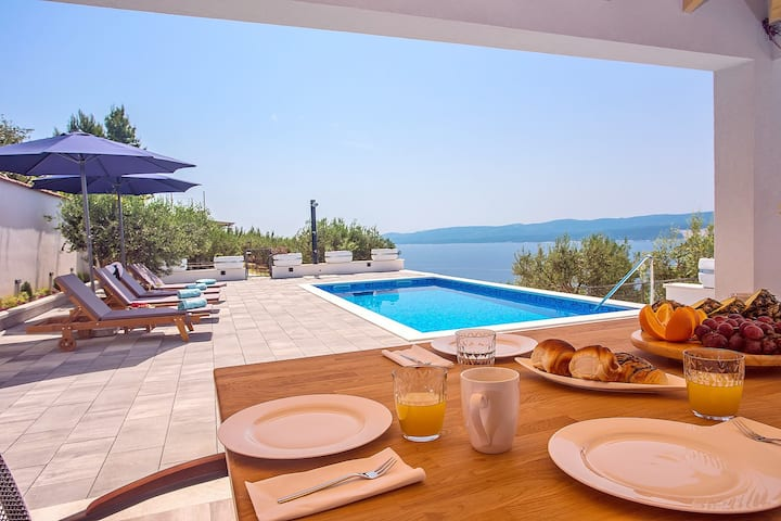 Villa Dream with private pool, 2 bedrooms with en-suite bathrooms, sea view