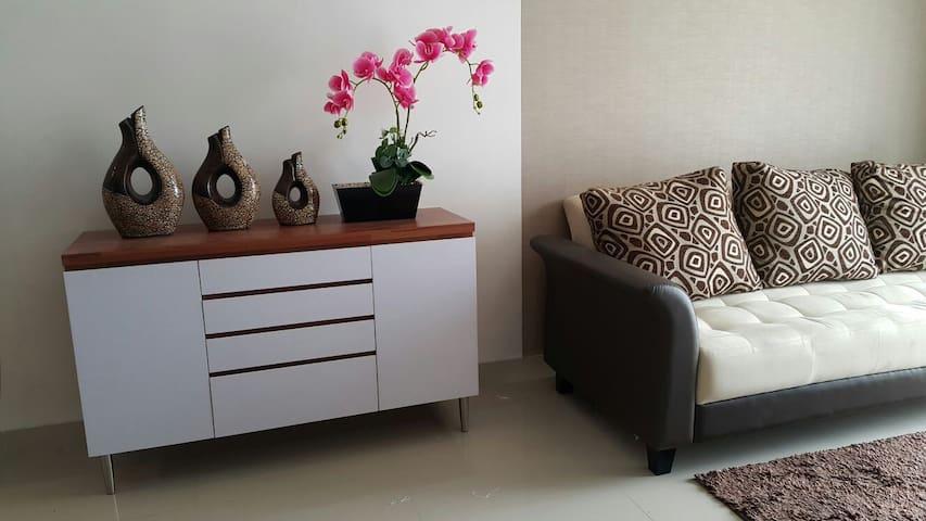 Modern and confortable apartment in Lippo Cikarang - Bekasi - Apartamento