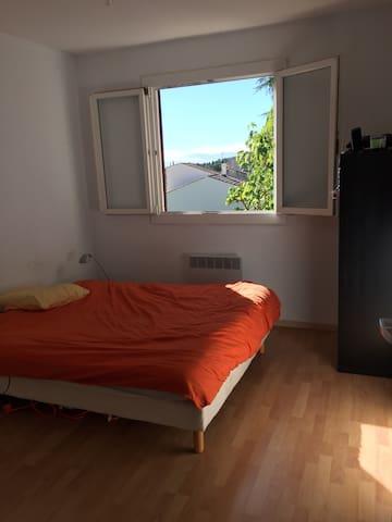 Belle chambre spacieuse pour deux - Saint-Gély-du-Fesc - Hus