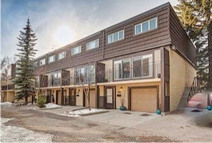 Cozy townhouse near the centre - Calgary - Rivitalo