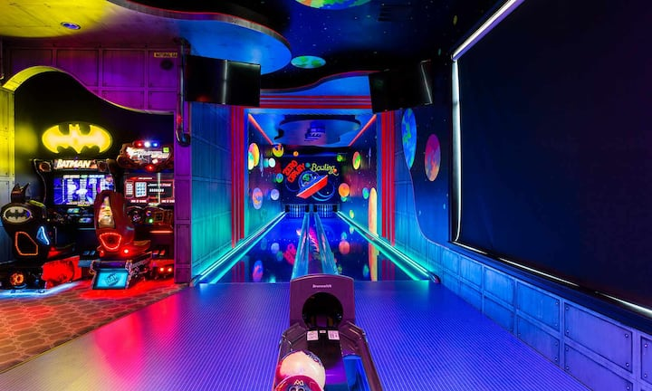 Luxurious 9 Bdrm Mansion with Arcade Bowling Alley at Reunion