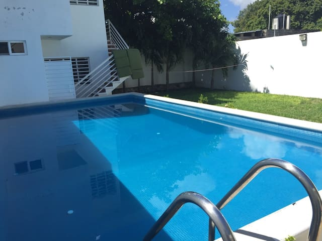 Big Room + Private Bath, King Size Bed, A/C & iMAC - Chetumal - House