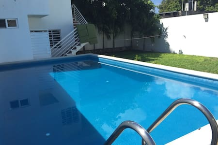 Big Room + Private Bath, King Size Bed, A/C & iMAC - Chetumal - Huis