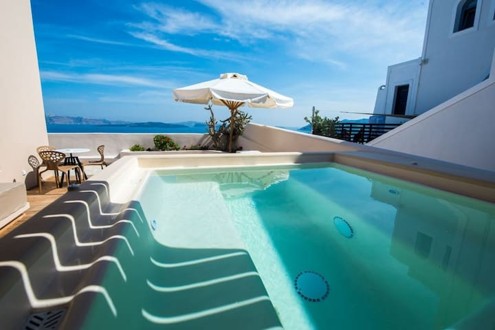 Stunning Blue 1 bedroom luxury villa with outdoor Hot tub Incl Breakfast