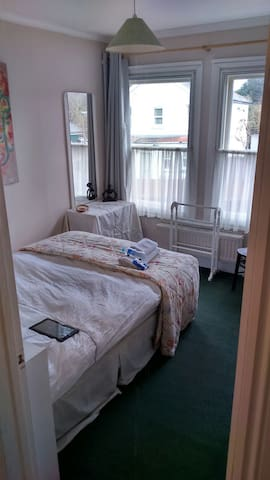 BnB Single or Double with Parking - Godalming