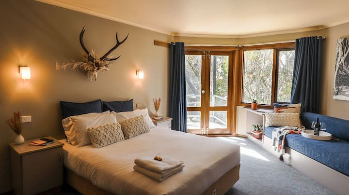 Queen (of the High Country) Rooms