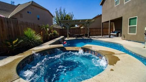 Cozy home in gated community w/pool