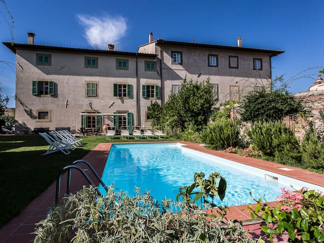 Villa Cevoli for 22 Persons