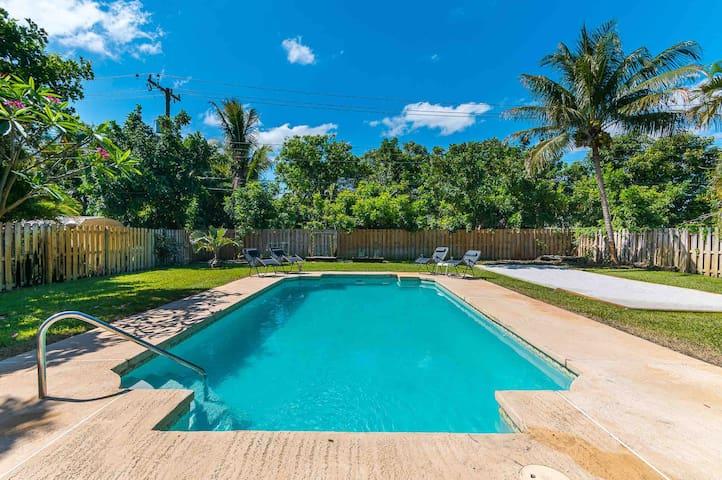Pool House Getaway
