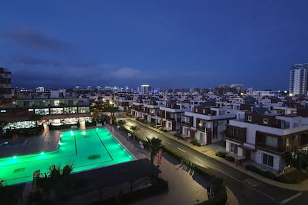 Tremendous Pool Views in Long Beach