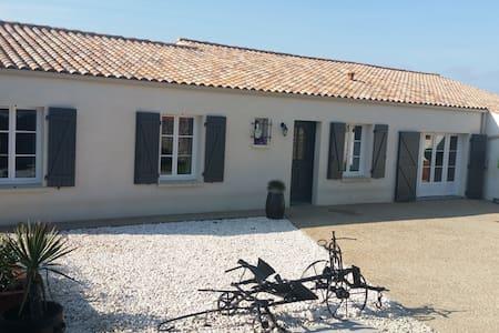 Maison dans village proche de La Rochelle - Esnandes - 独立屋