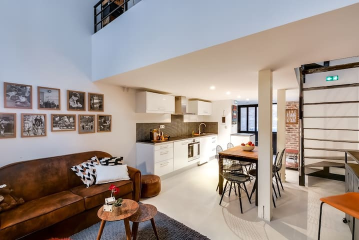 Contemporary Comfort Townhouse in Montmartre