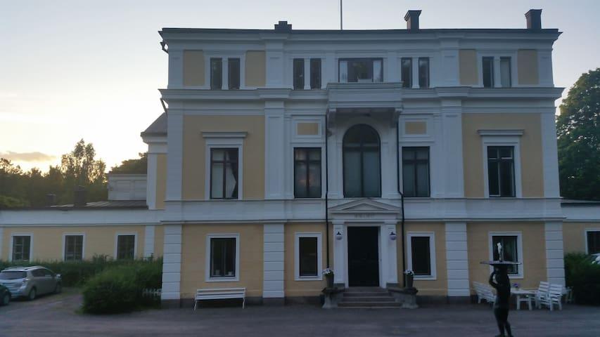 Herrgårdsvåning - stor mysfaktor, vacker omgivning - Sandviken SV - Appartement