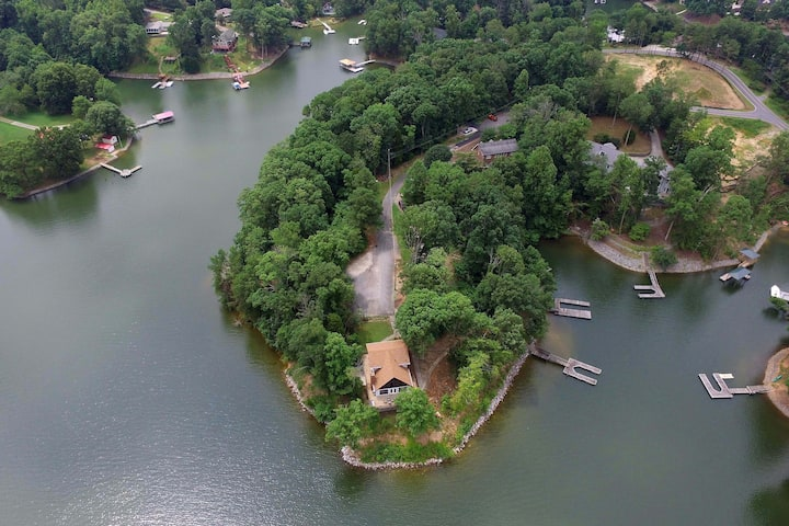Lakeside Splendor; Panoramic views! Pet Friendly