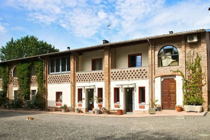 B&B in Castell'Arquato.Cozy room with Kitchenette