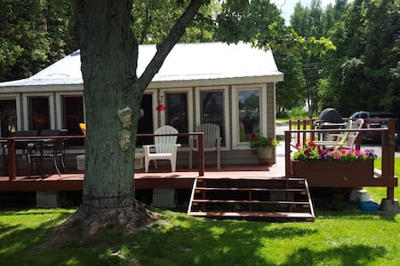 Merrickville Waterfront Cottage