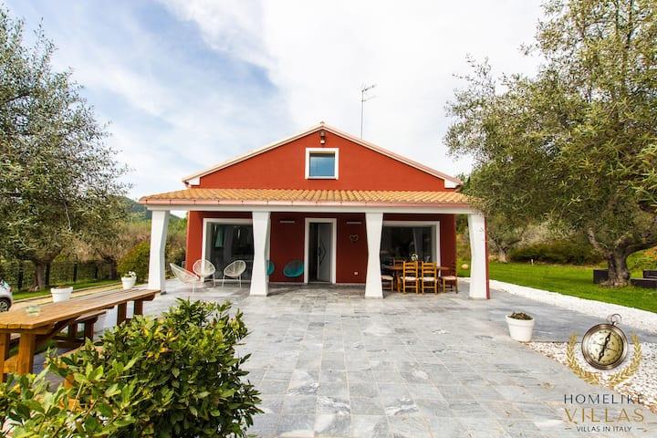 Villa Giorgi, immersed in the Marche hills