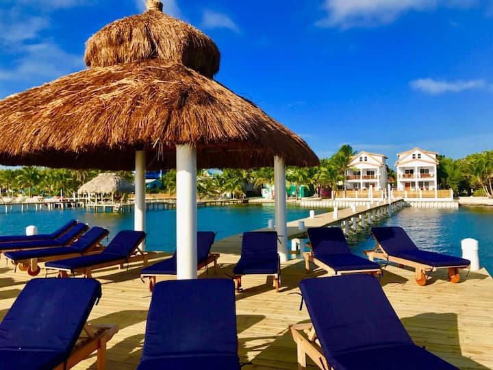 Oceanfront Penthouse Velento #3 with private dock/beach, pool, wifi, AC