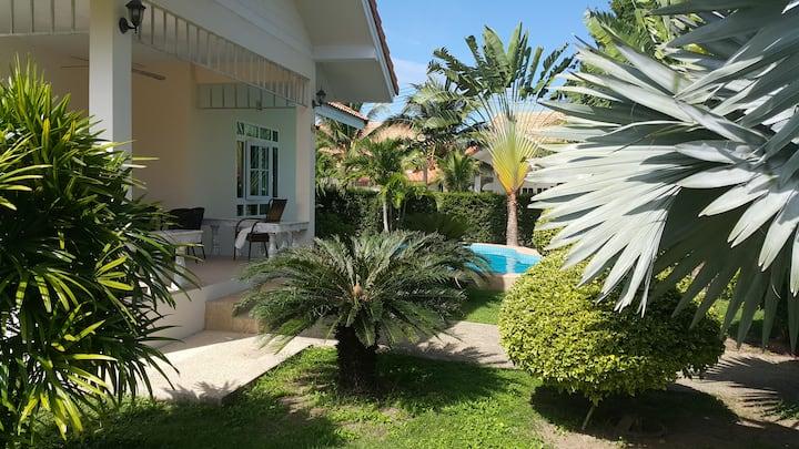 Hua Hin Quiet villa with private swimming pool