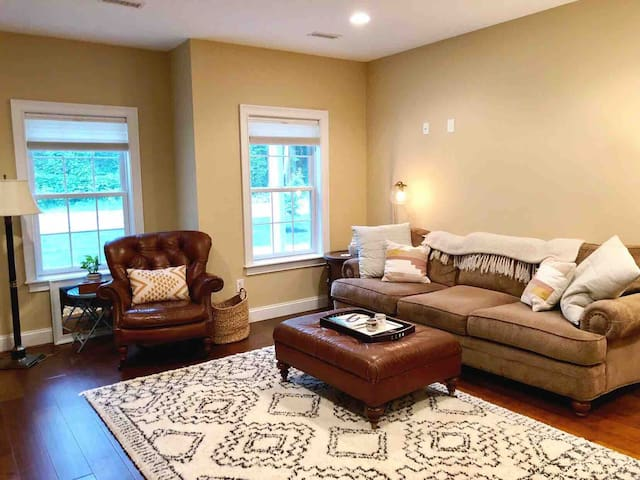 Cozy Condo in Charming Saratoga Springs
