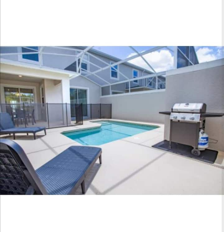New Villa 4BR/3BH w/POOL 20MIN DISNEY/GOLF/CLUB