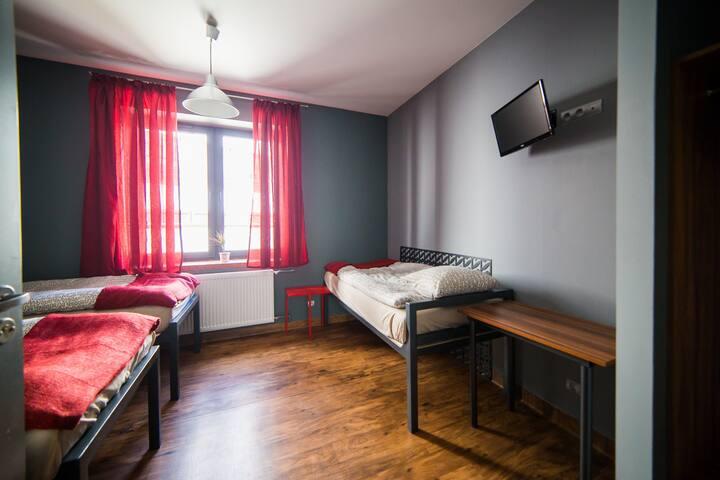 Hostel Fabryka - pokój nr 2 (trzyosobowy) - Włocławek
