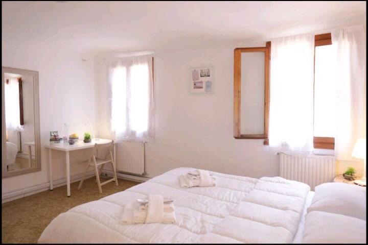 Cannaregio Double Room with Ensuite small Bathroom