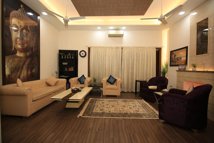 Lux. apartment in SOUTH DELHI-Safdarjung Enclave