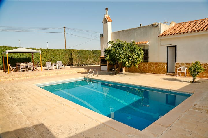 Arenales Great Home with AC, Pool and Barbecue