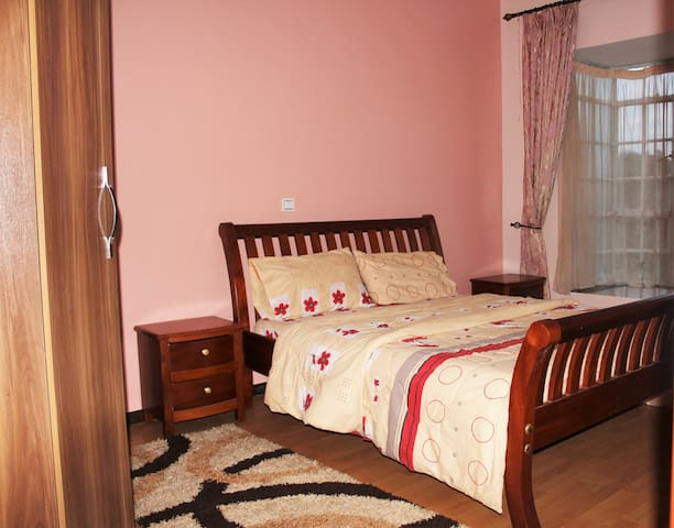 Cozy, Spacious room in Kilimani-with Wifi - Nairobi - Apartamento