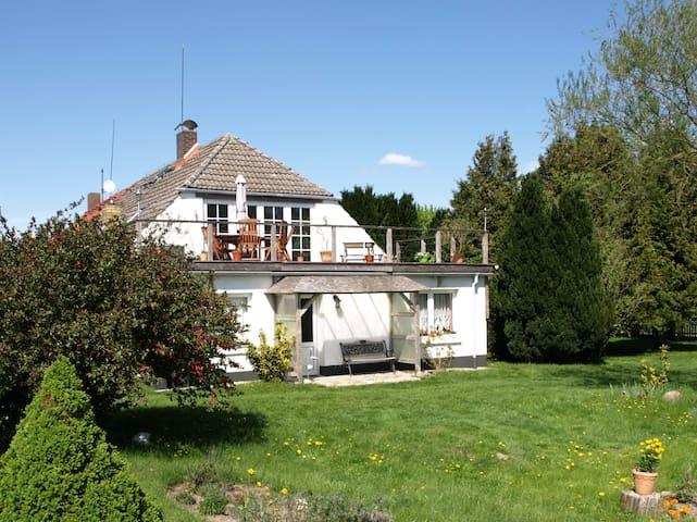 100 m2  im Landhaus Kranichwiese + 1000 m2 Garten
