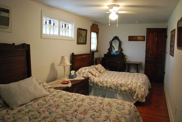 Barn 1 , 3 beds , private bath shared kitchen