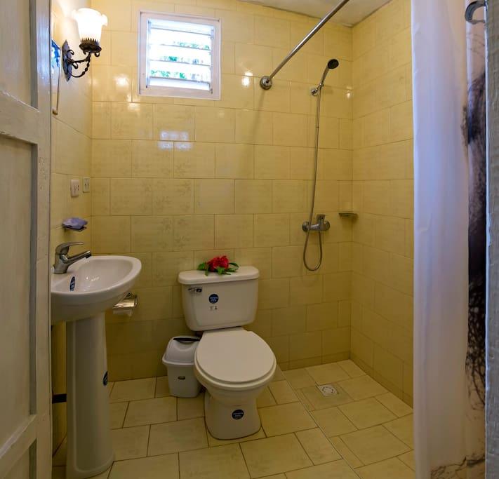 Baño Privado Room 1