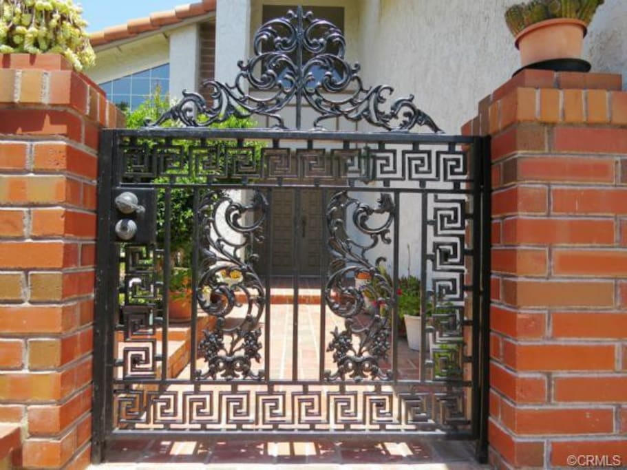 An extra metal gate makes it saver.