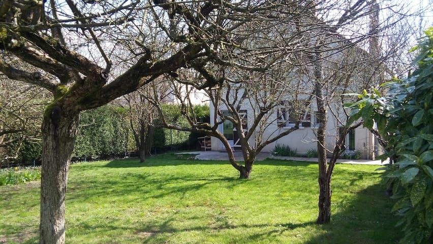 Guylou - Joigny - Casa
