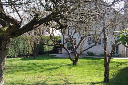 Guylou - Joigny - Rumah