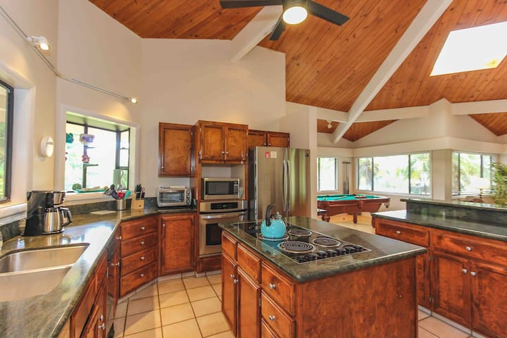 #Poipu Family Entertainment Home, Walk to Beaches