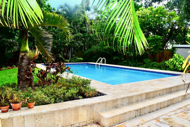 **HUGE LUXURIOUS POOL HOUSE! Sleeps 16!