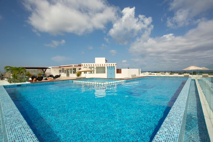 AMAZING TOP CONDO WITH POOL TERRACE 1 MIN TO BEACH