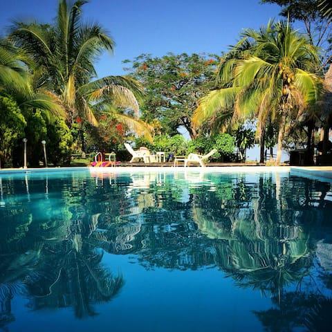 hermosa finca de descanso con piscina en doradal.