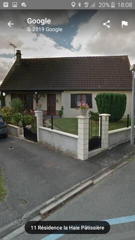 Chambre dans une maison près d'Amiens.