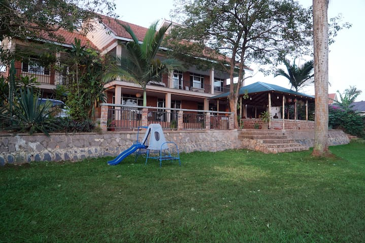 Papaya Holiday Home - Kampala - Bed & Breakfast