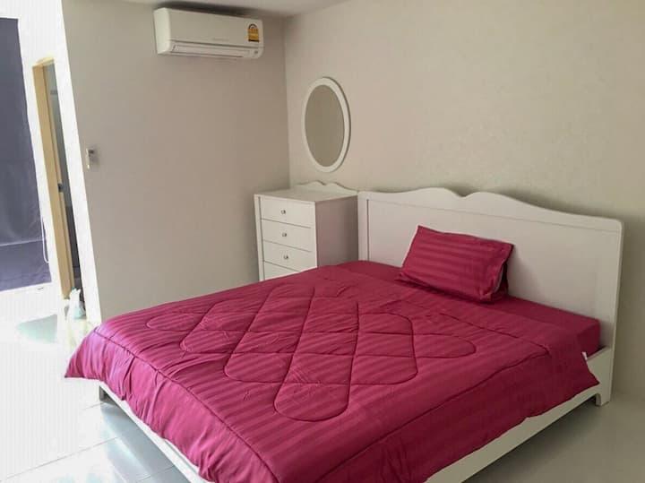 Private Room at Huai Kwang (MRT)