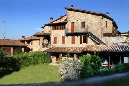 Rustico nelle colline di Parma - House