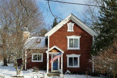 Chatham NY Cottage - Chatham
