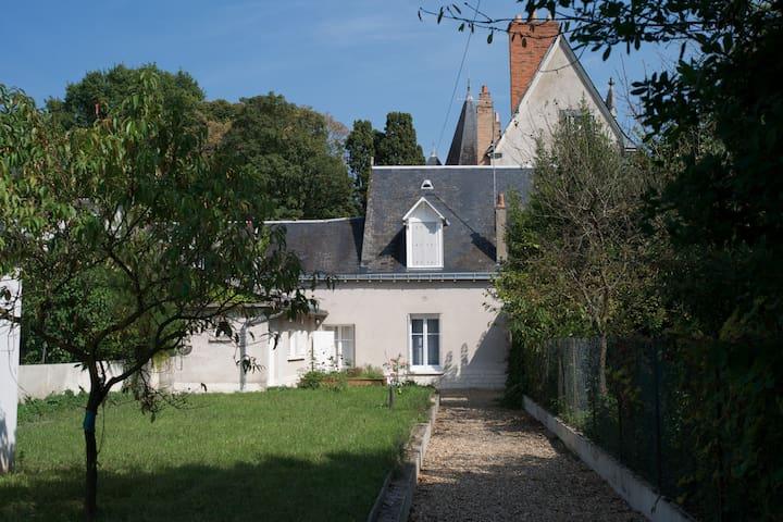 Petite maison calme avec jardin - Saint-Cyr-sur-Loire - House